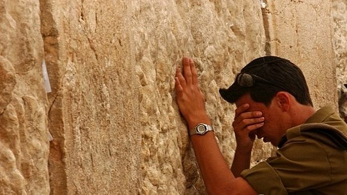 Praying at the wall (pic found on :jerusalemstone.theisraelboutique.com